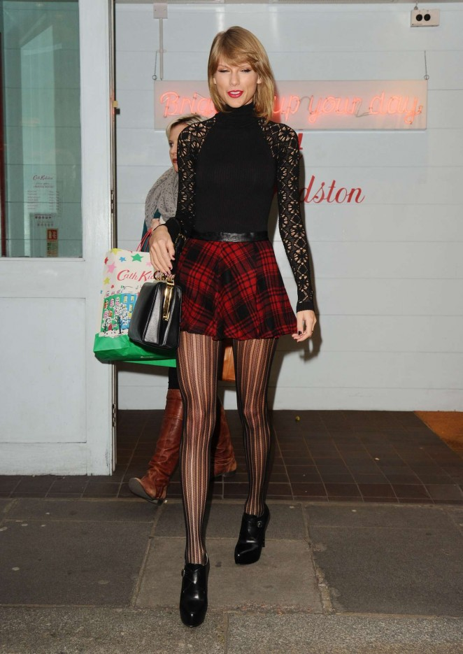 Taylor Swift Shopping at Cath Kidston in London