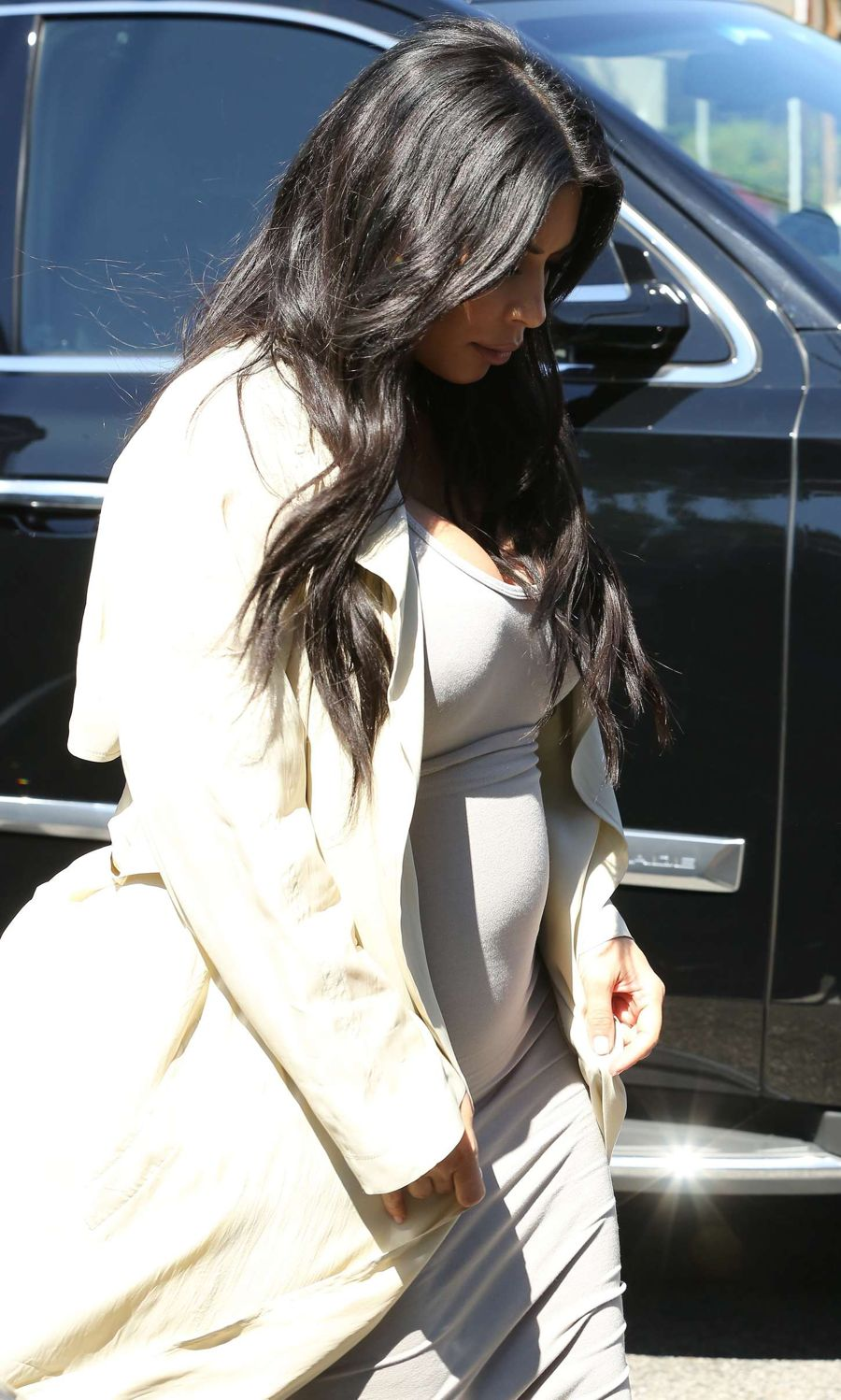 Pregnant Kim Kardashian Works Baby Bump in Tight Dress