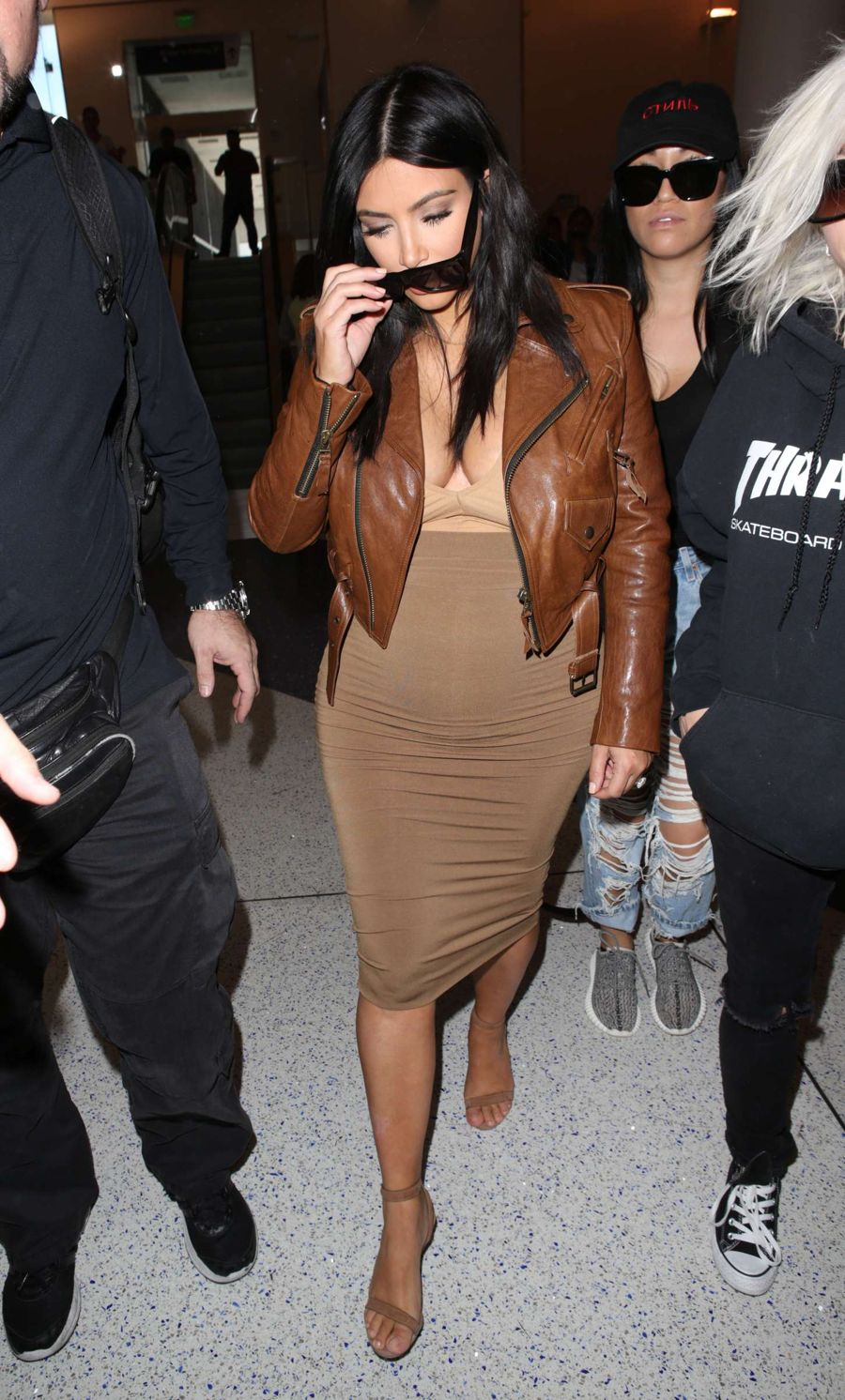 Pregnant Kim Kardashian shows off Shorter Hair in LAX