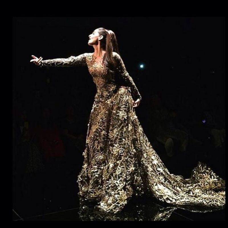 Sonam Kapoor Walks the ramp for Abu Jani and Sandeep Khosla