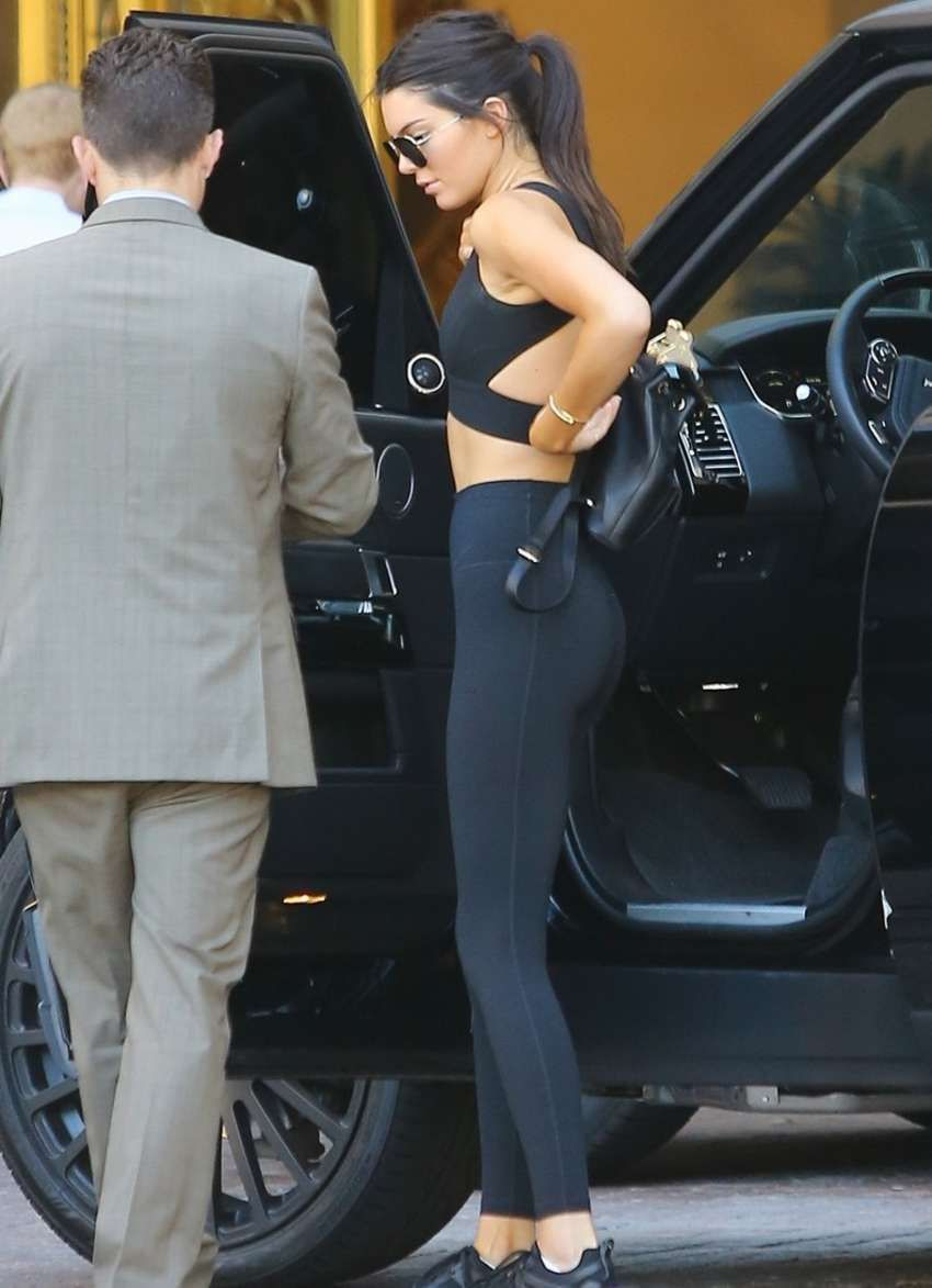 64e2b1eded468 Kendall Jenner Going to Sugarfish in Black Sports Bra - Page 18 ...