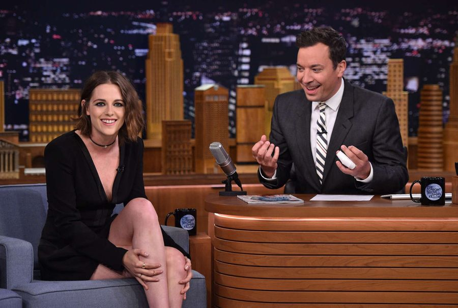Kristen Stewart - Looks Really Girly in Tonight Show