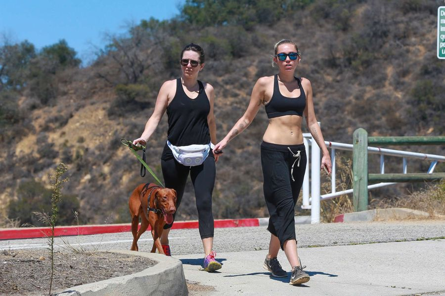 Miley Cyrus shows off her Impressive Abs in Hiking