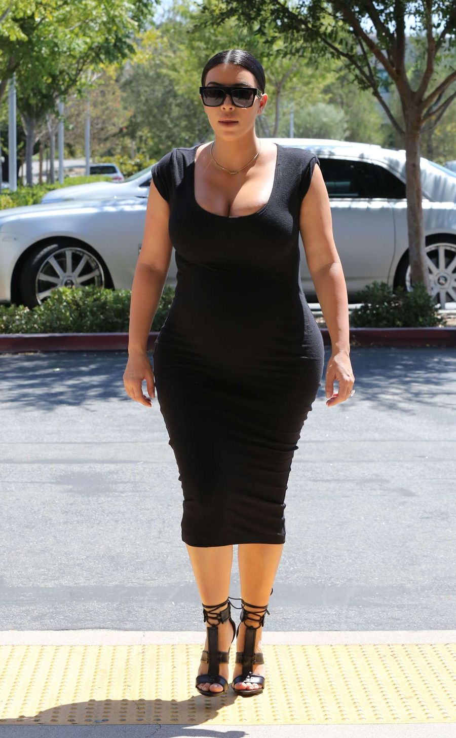 Kim Kardashian in Tight Dress Out for lunch