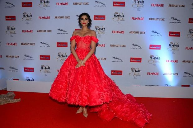 Sonam & Jacqueline at Filmfare Glamour and Style Awards