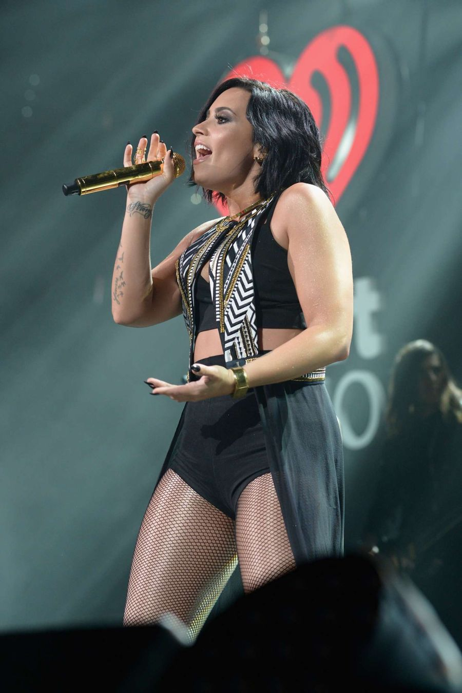 Demi Lovato - Performing at 93.3 FLZ's Jingle Ball