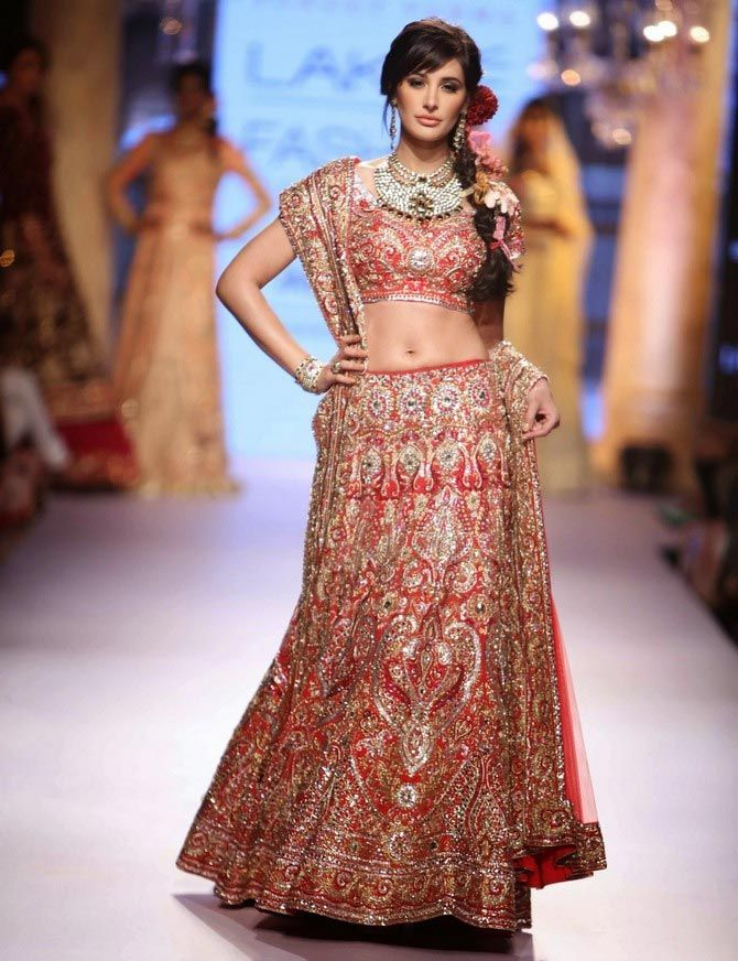 Bollywood's GORGEOUS Showstoppers of 2015