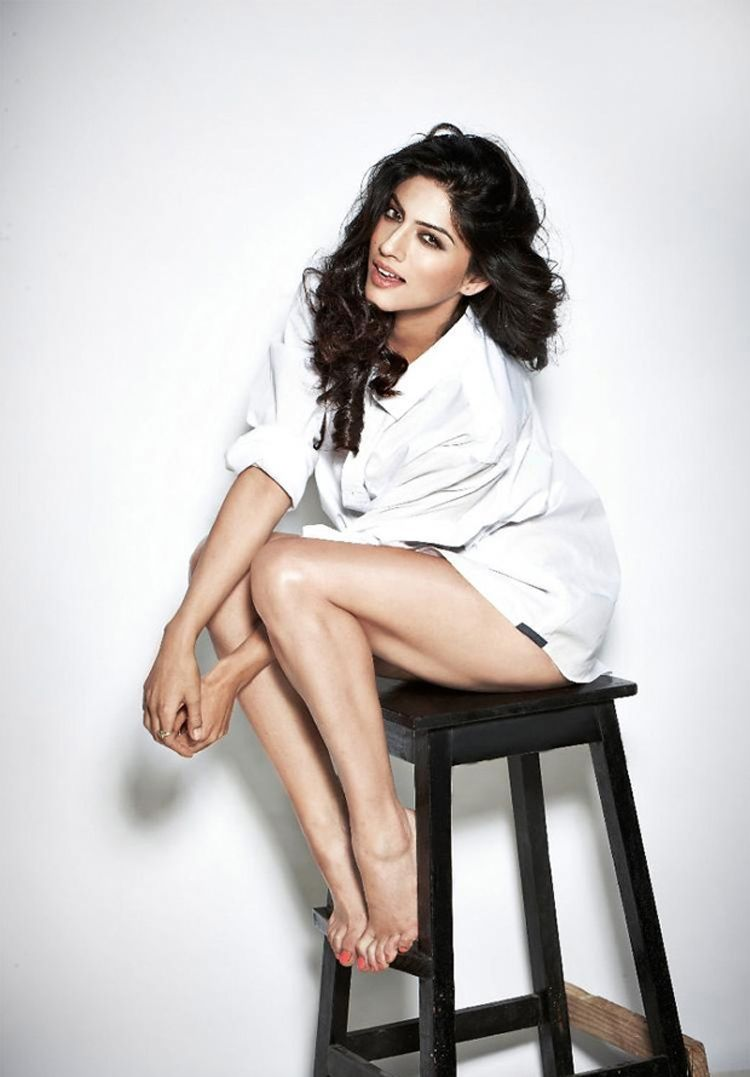 Sapna Pabbi Spicy Photoshoot