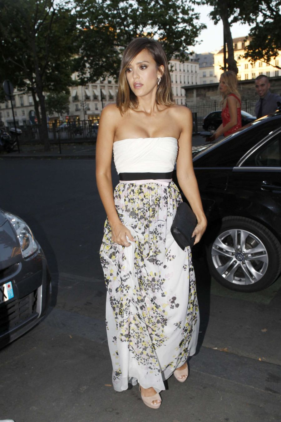 Jessica Alba - Out during Fashion Week in Paris