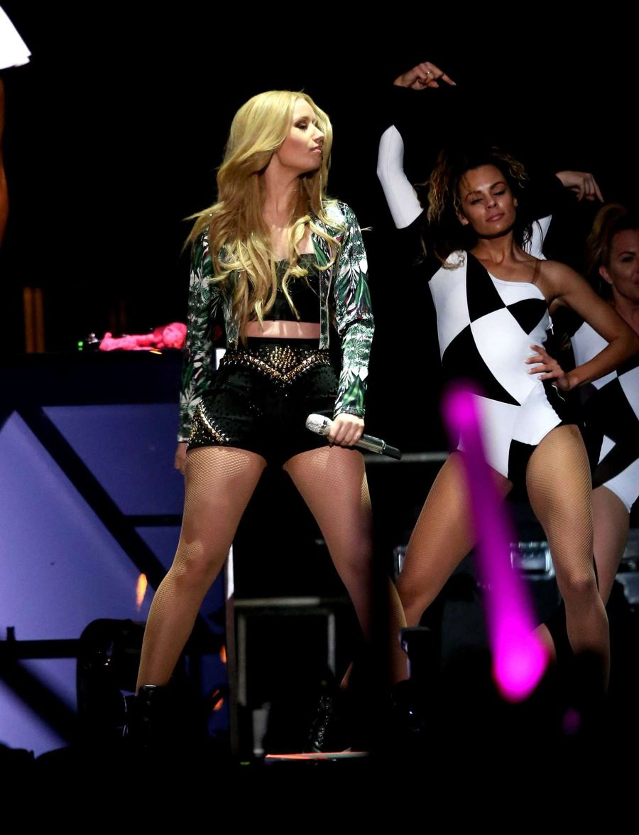 Iggy Azalea - Performs Live at Victoria's Secret PINK Nation