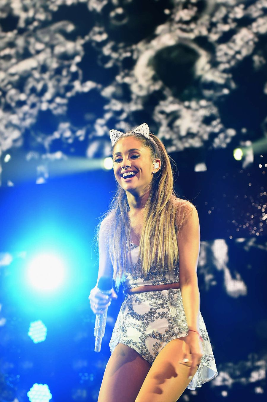 Ariana Grande - Performs at HOT Jingle Ball in Washington