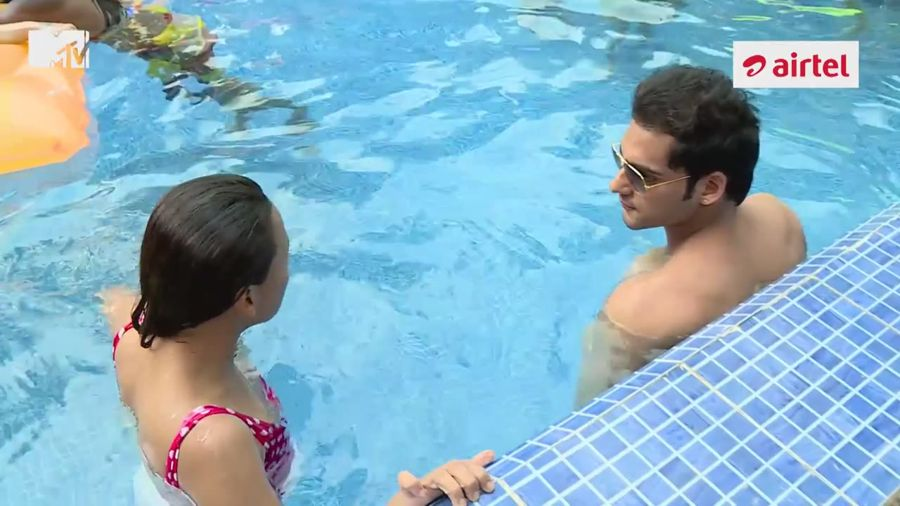 MTV Splitsvilla 8 - Couples Share Hot Moments in Pool