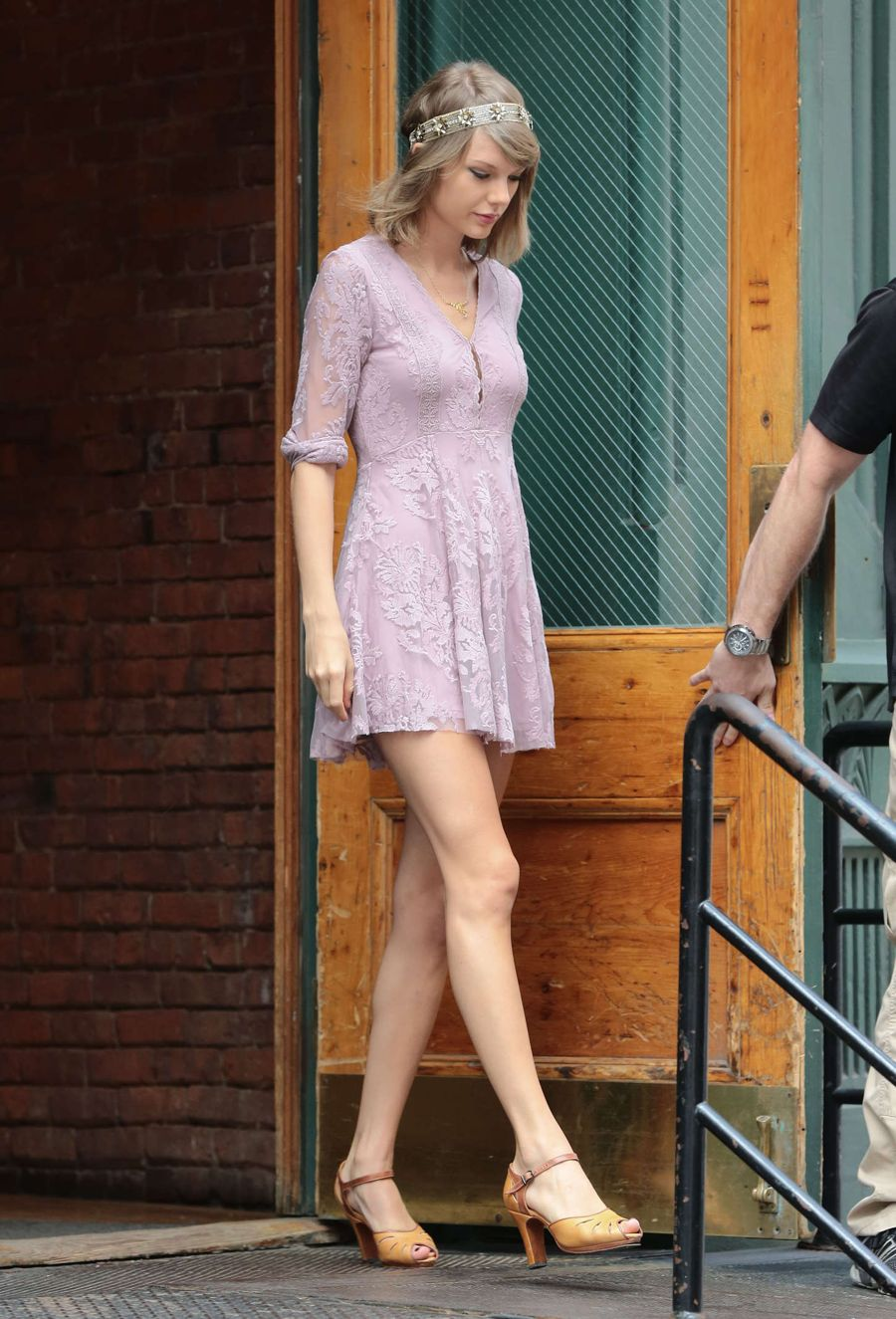 Taylor Swift Is Pretty In A Pink Lace Dress