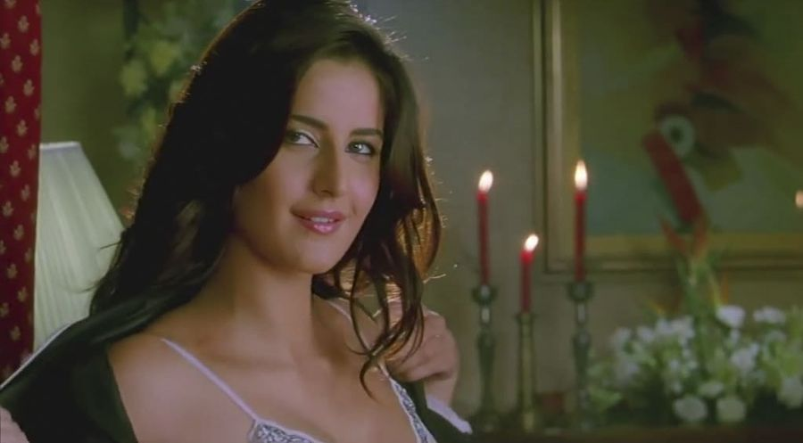 Katrina Kaif Tries to Woo Govinda in Bed