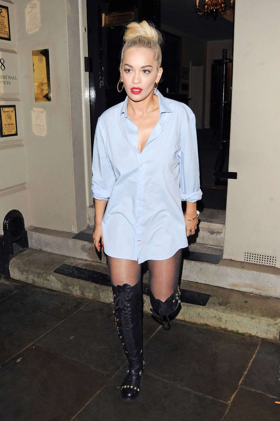 Rita Ora forgets her trousers  in London