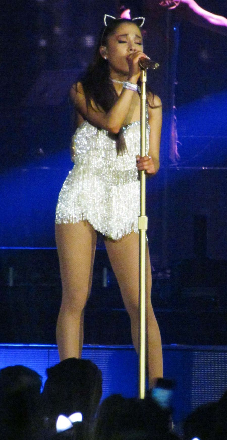 Ariana Grande begins Honeymoon Tour in London