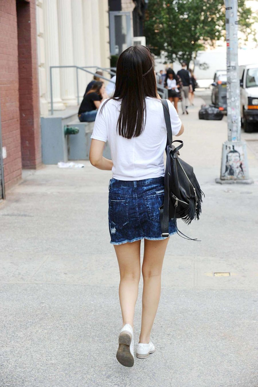 Victoria Justice looks Sassy in Blue Mini Skirt