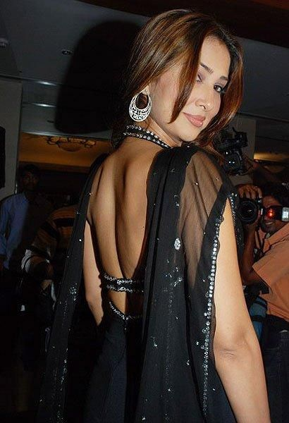 Divas in their backless best Photogallery