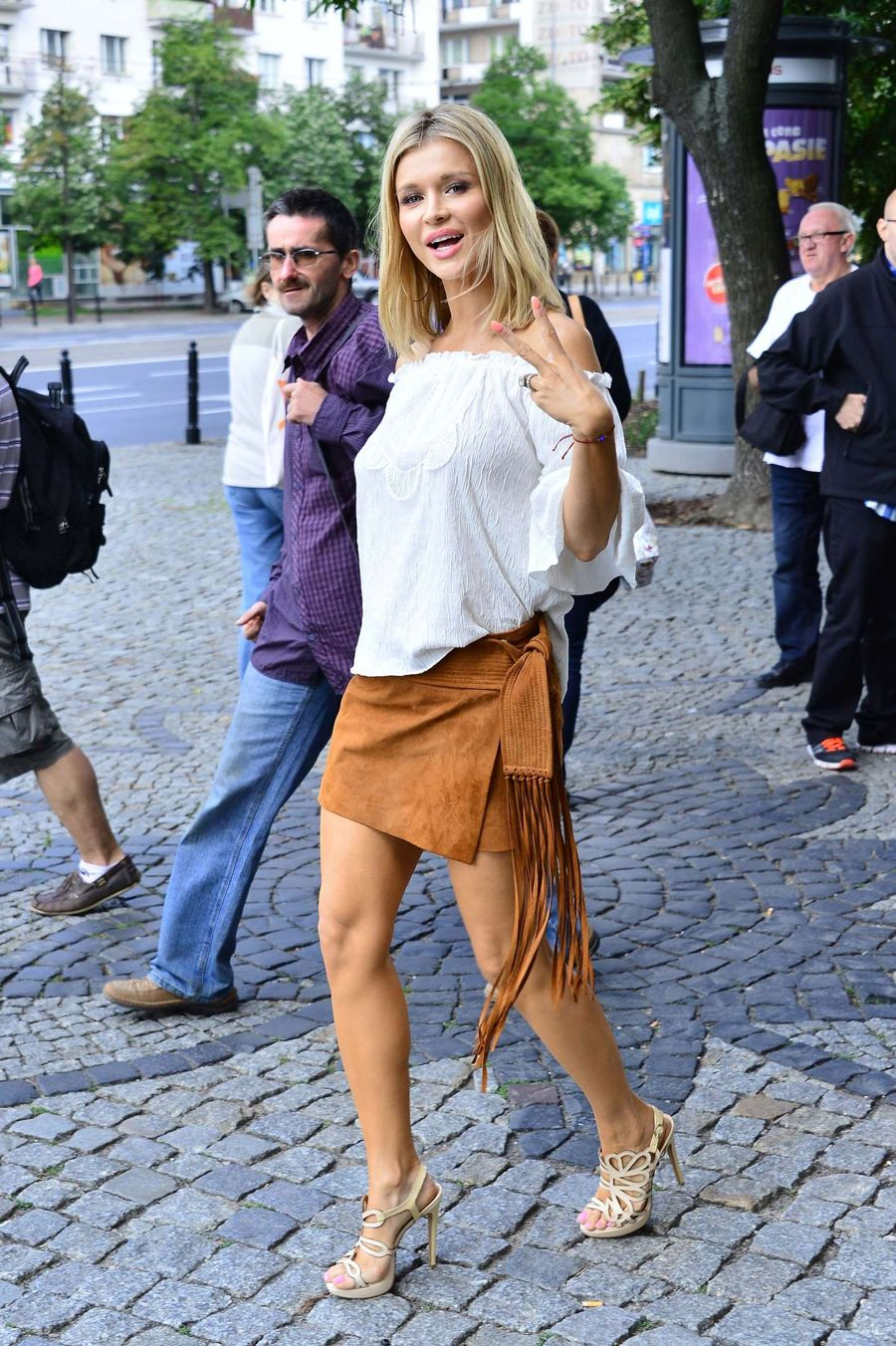 Joanna Krupa - Leaving her Apartment in Warszawa