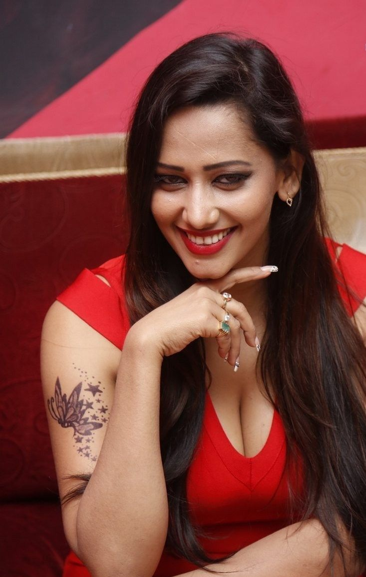 Sanjana Singh Latest Stills in Red Skirt Gallery