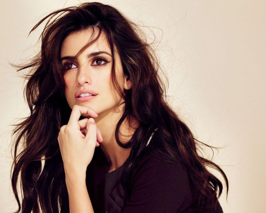 Penelope Cruz Back After Father's Heart Attack