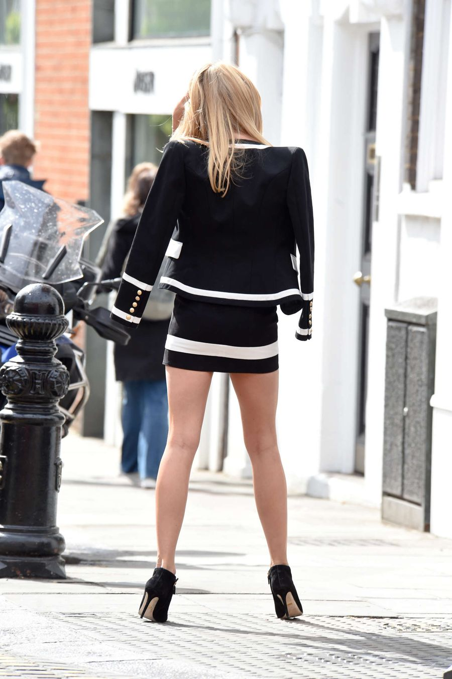 Short and summery: Kimberley Garner keeps it Cool