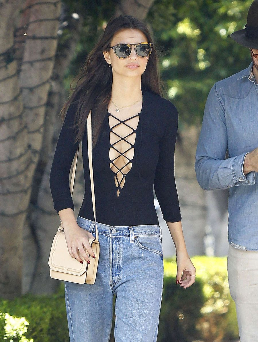 Image Result For Model And Actress Emily Ratajkowski Certainly Knows How To Make An Entrance