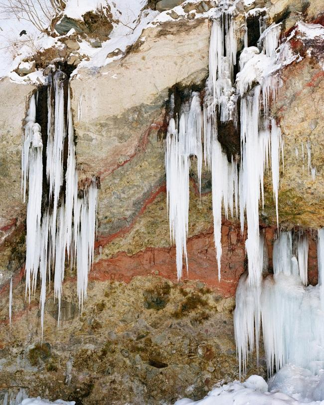 11 Pictures Of Caves And Icefalls