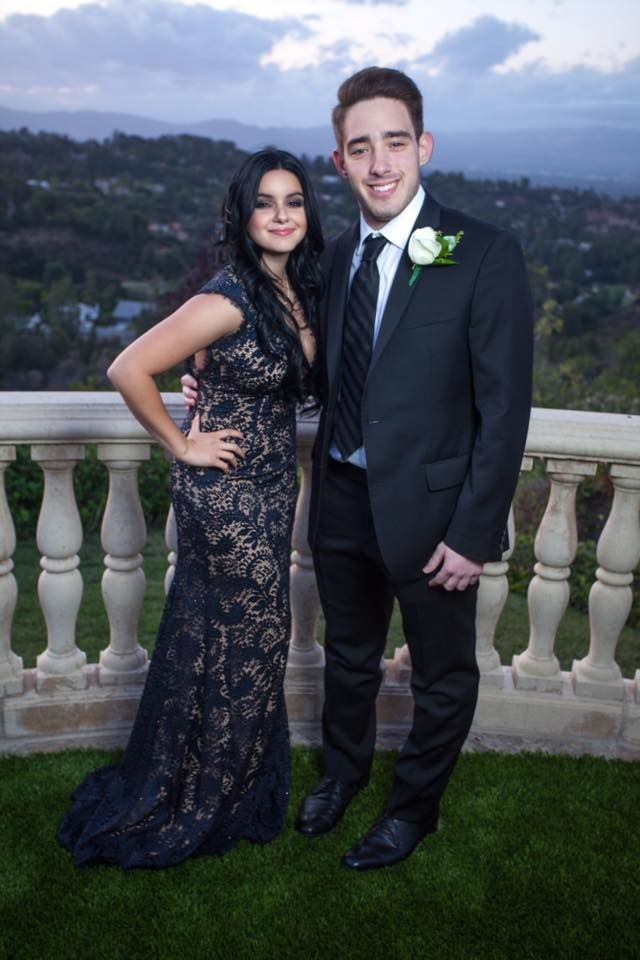 Ariel Winter Kisses Boyfriend on her Prom Night