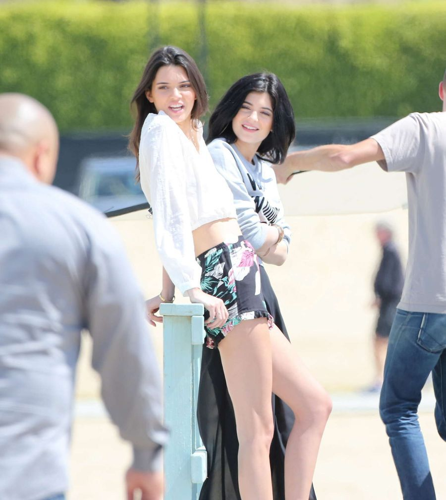 Kendall Jenner and Sister Kylie has Loose Hair in Malibu