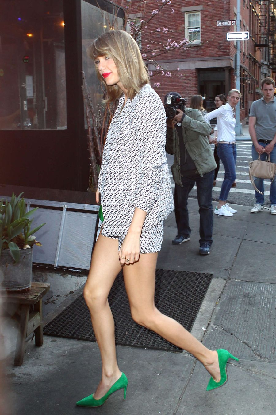 Taylor Swift Heads to the Spotted Pig Restaurant in NYC