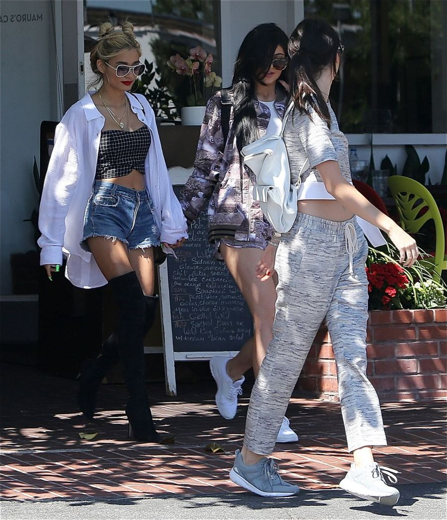 Kylie Jenner & Pia Perez Shopping in Hollywood