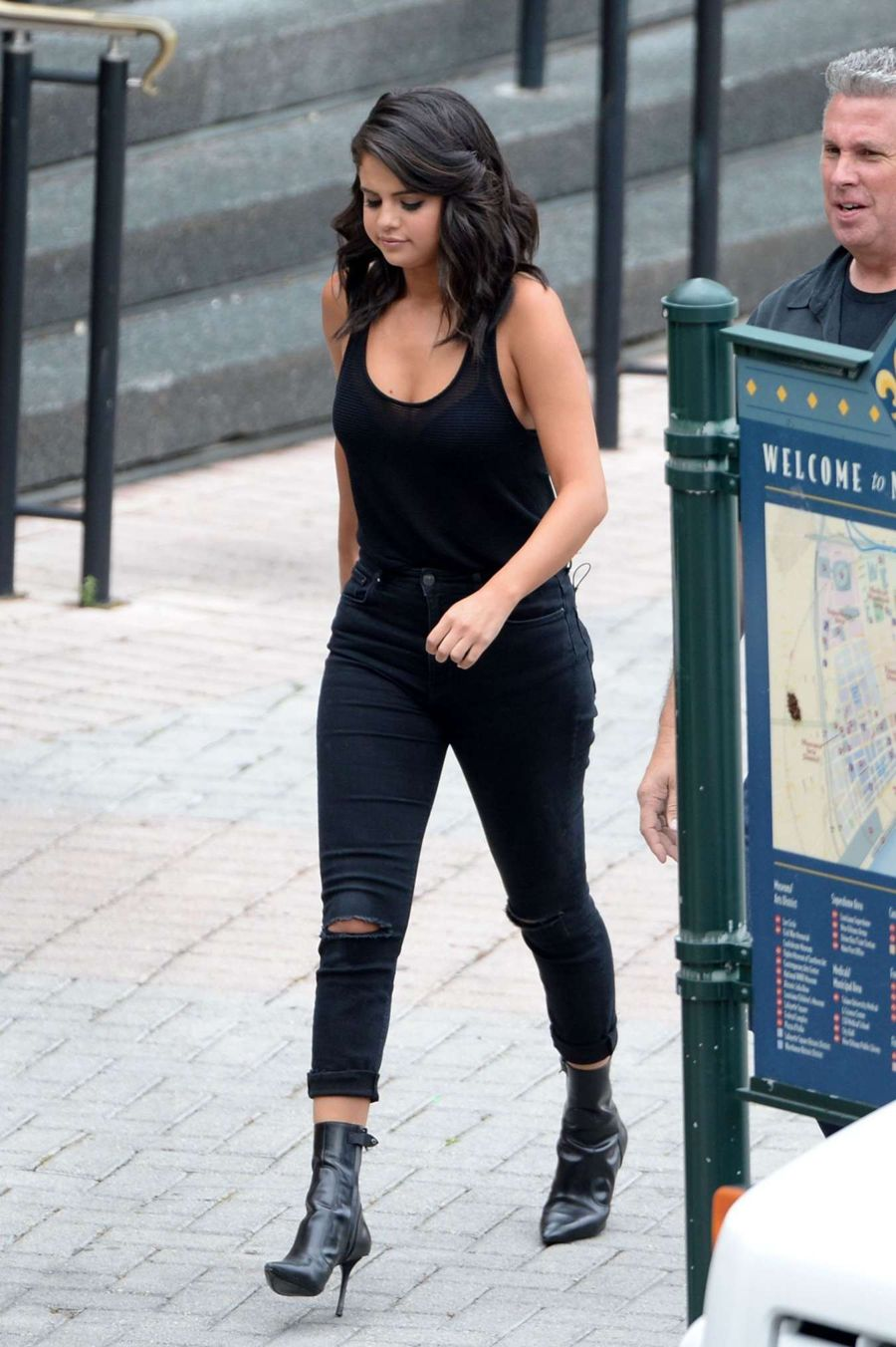 Selena Gomez - Leaving a Casino in New Orleans