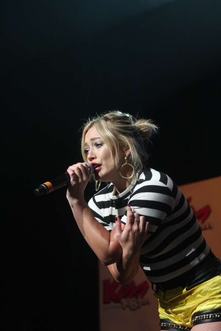 Hilary Duff - Performs at Kiss Concert 2015