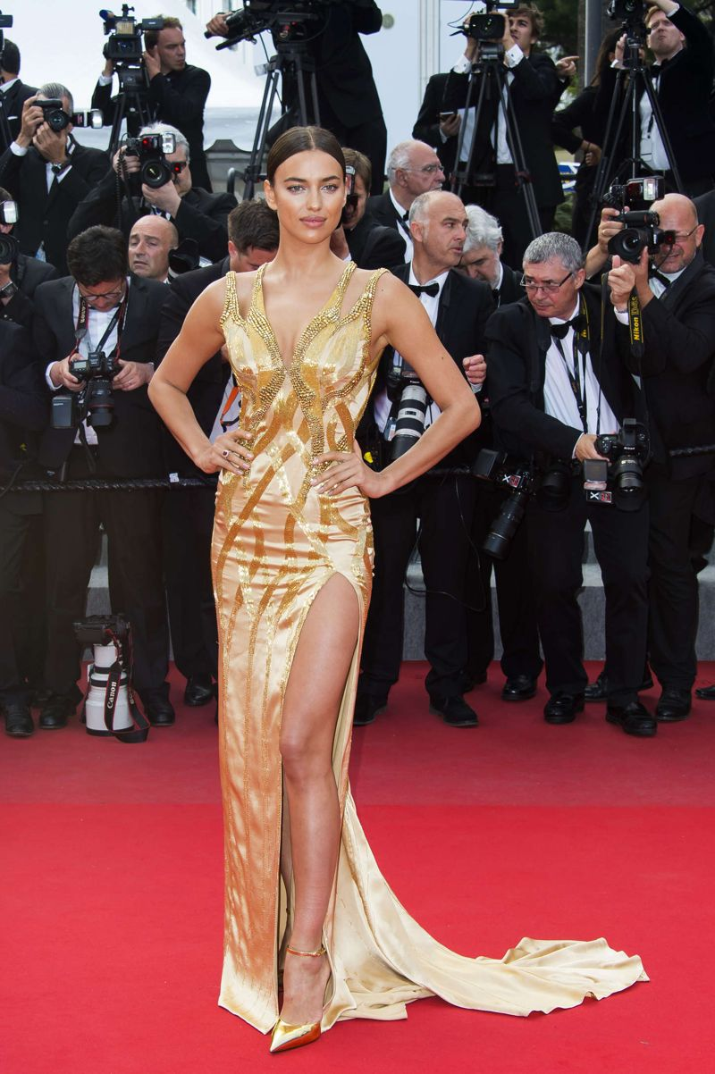 Irina Shayk gold in metallic dress at Sicario premiere - Page 2