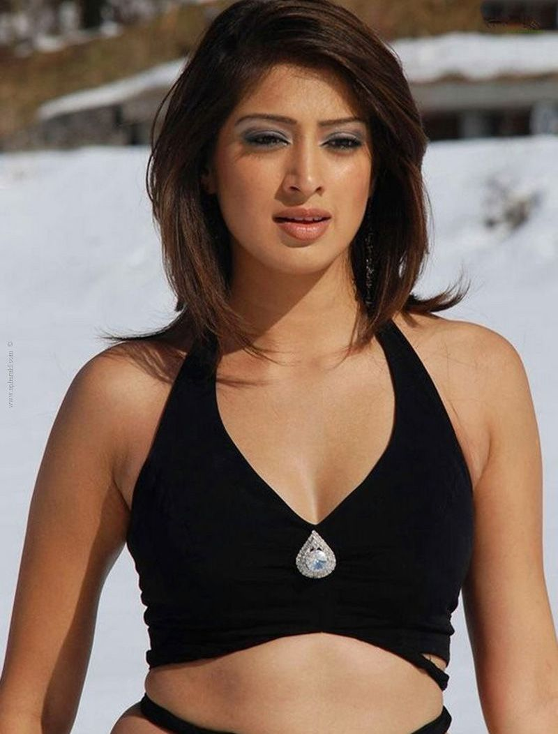 Top 40 Hottest South Indian Actresses