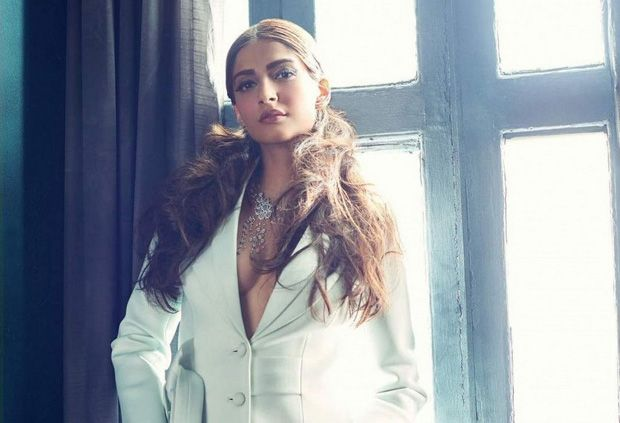 Sonam Kapoor On Filmfare December 2015