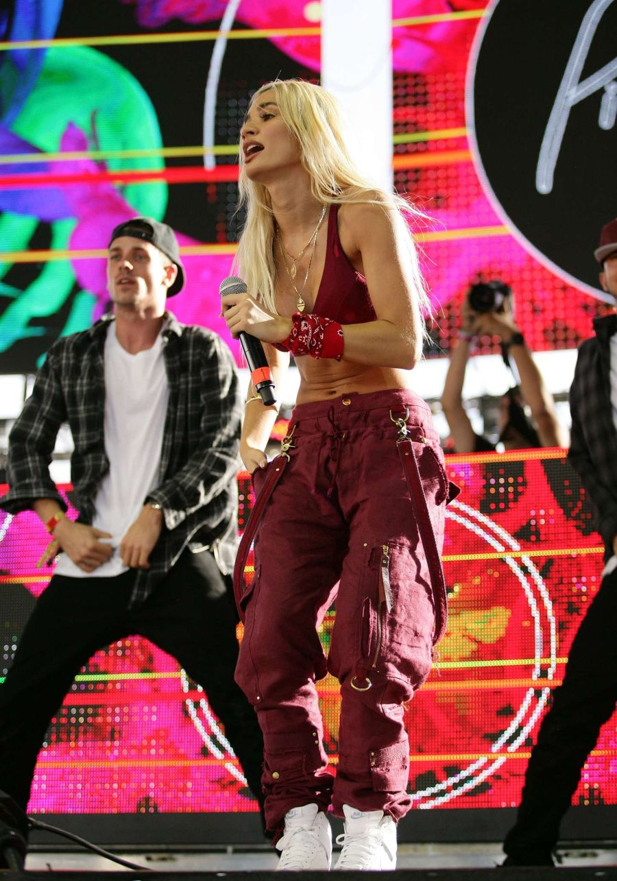 Pia Mia - 2015 Life Is Beautiful Festival