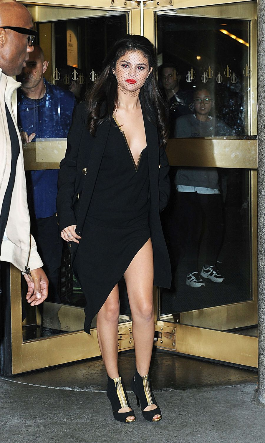Selena Gomez - Leaving 'The Tonight Show' Studios