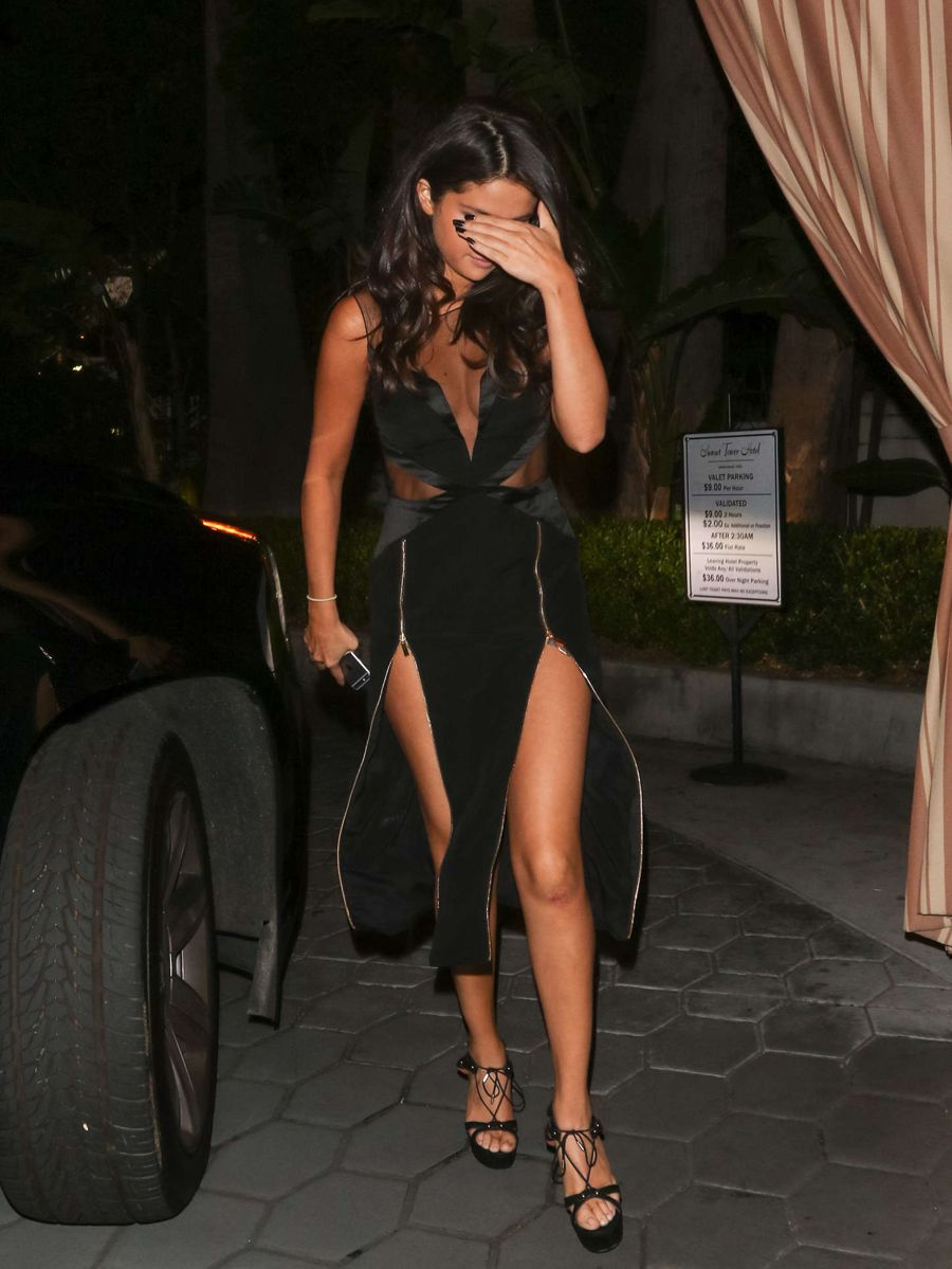 Selena Gomez - Arriving at the Sunset Tower Hotel
