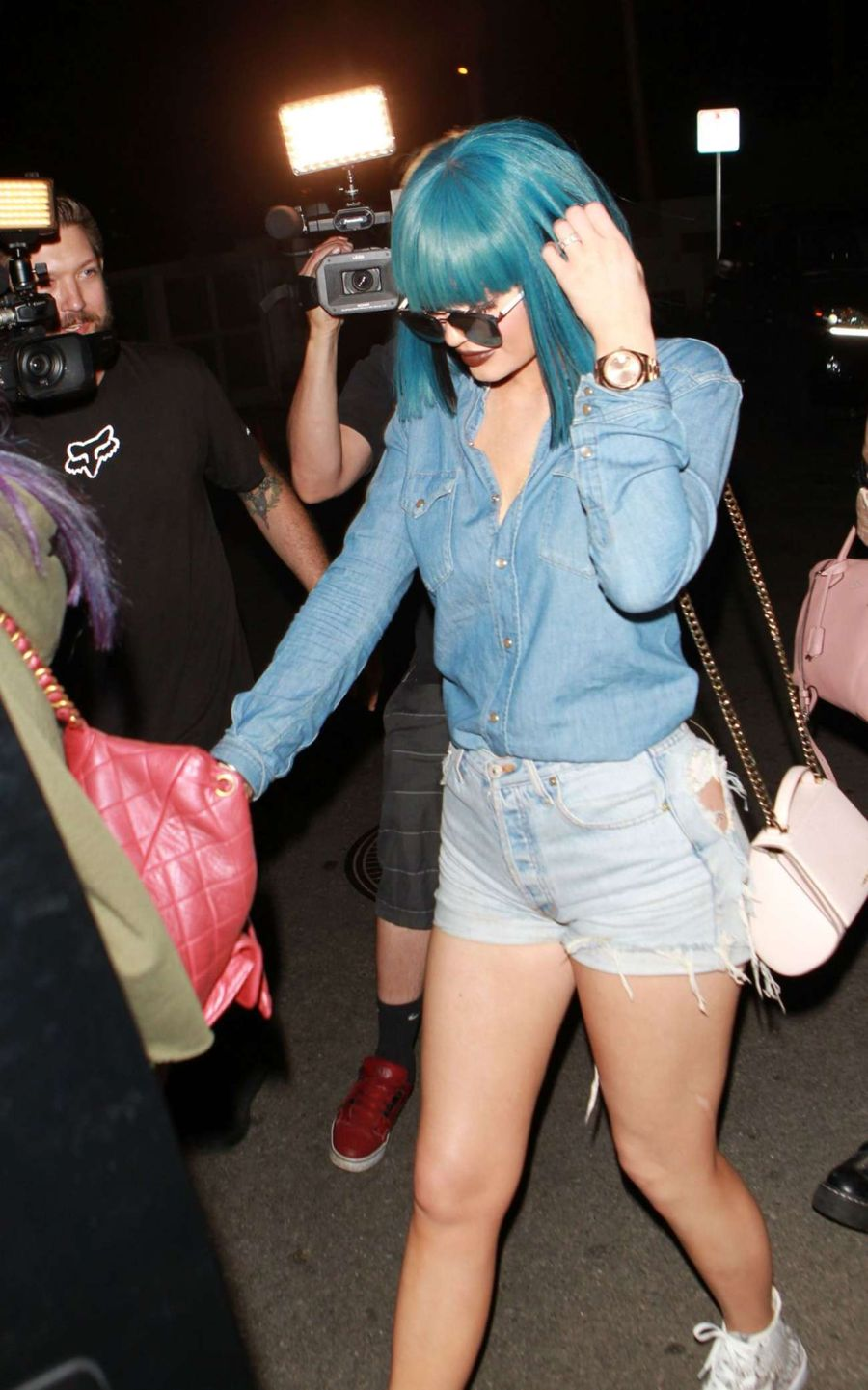 Kylie Jenner out to dinner in her Wig in Hollywood