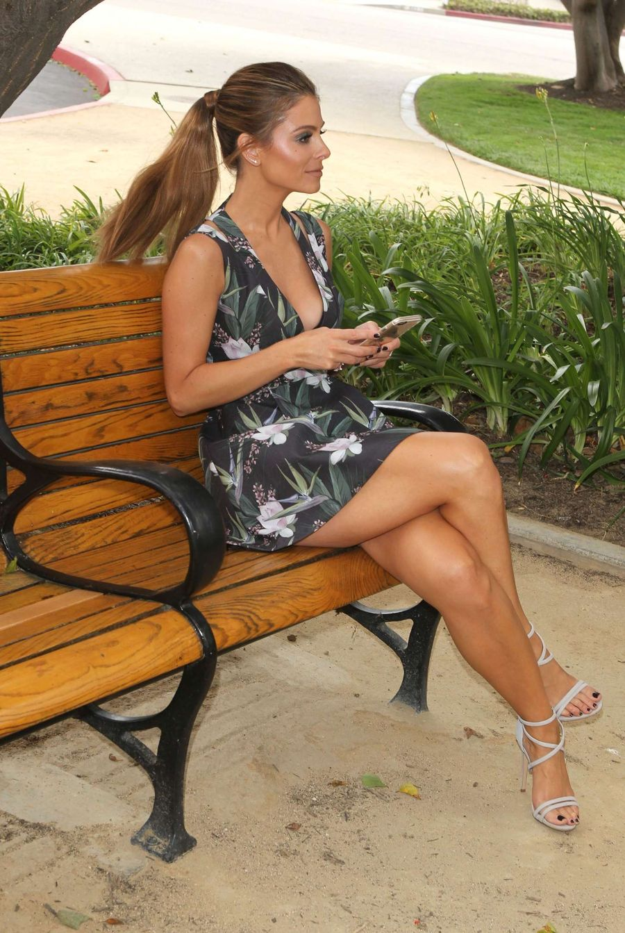 Maria Menounos on the set of E! News