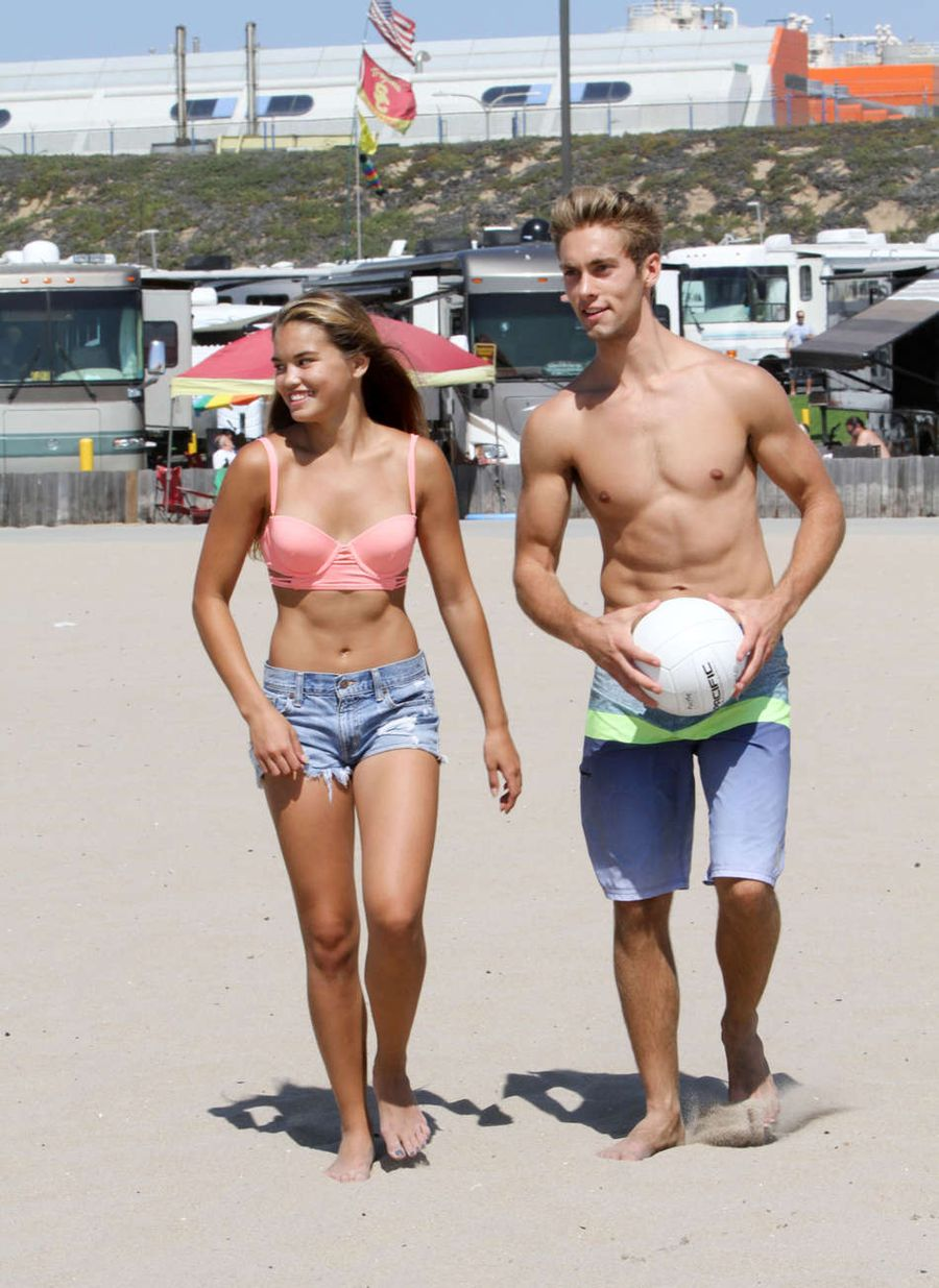 Kelli Berglund and Paris Berelc Play Volley Ball