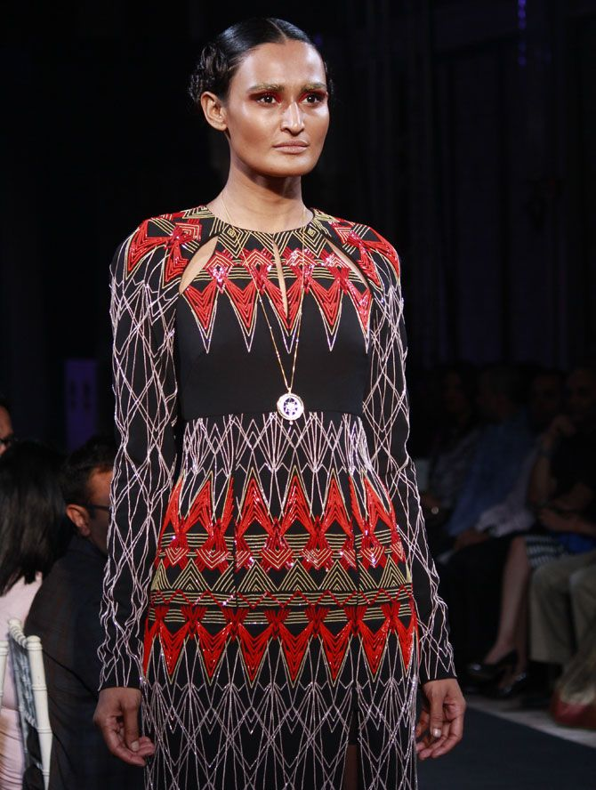 Athiya catwalks for Bibhu Mohapatra's jewellery line