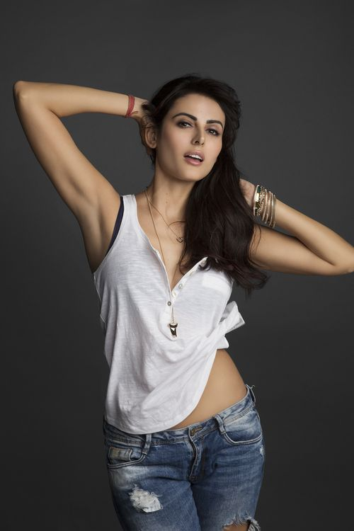 Mandana Karimi Gets Engaged