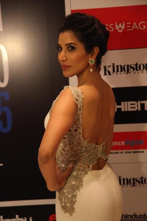 Sophie Choudry Is All Set To Get Hitched