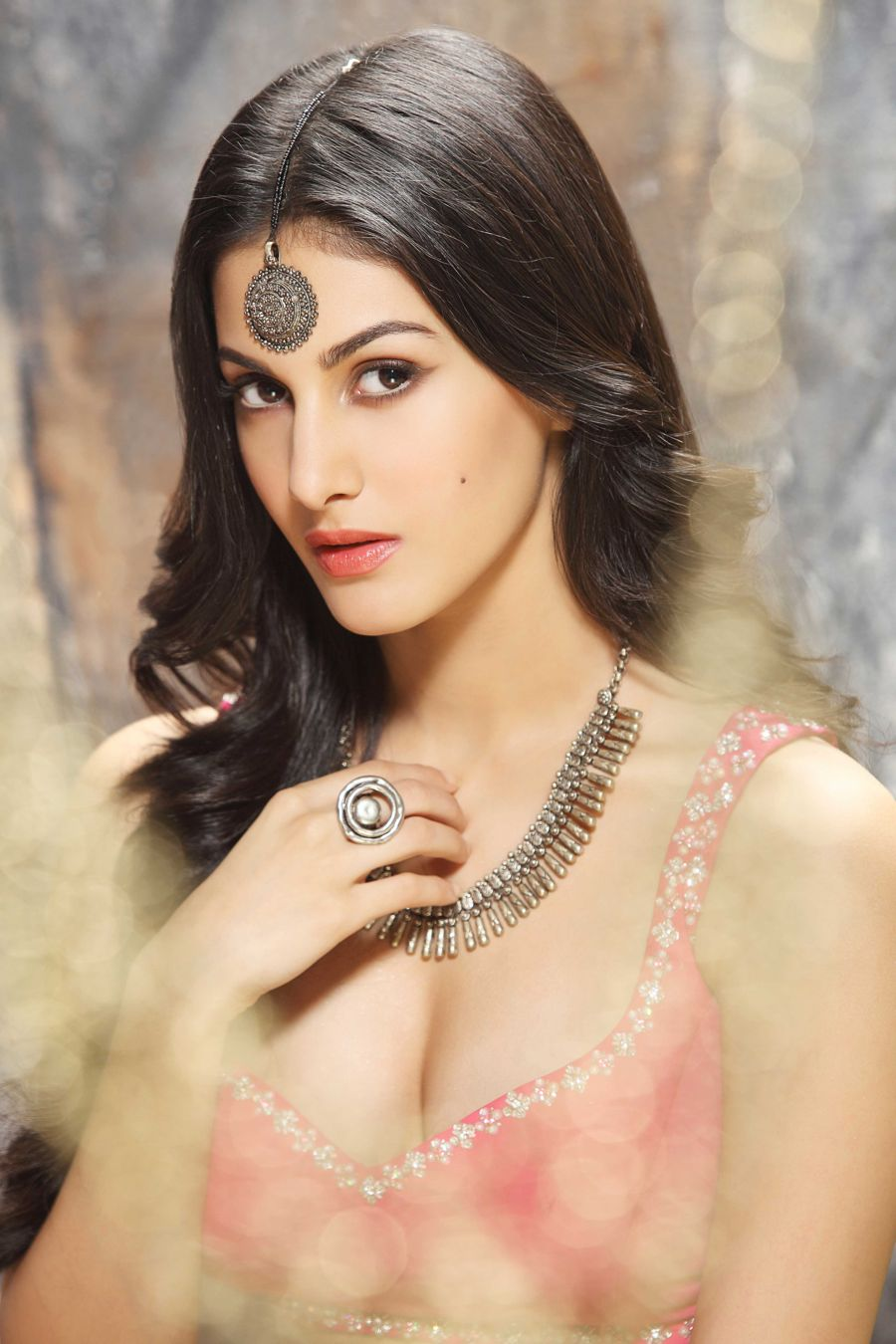 Amyra Dastur is Happy to Act Opposite Someone her Age