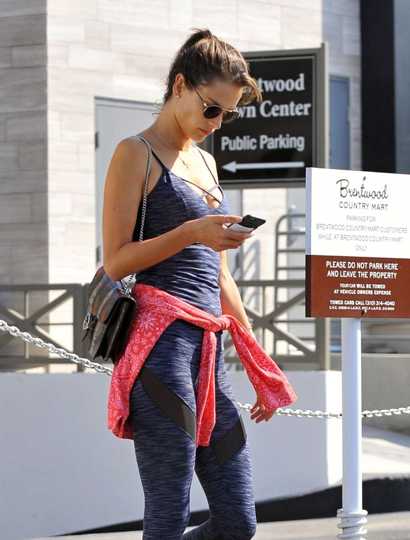 Alessandra Ambrosio stops off for coffee at Brentwood