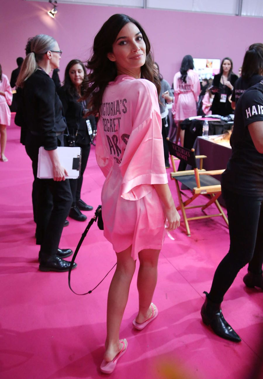 Victoria's Secret Fashion Show Backstage 2016 in Paris