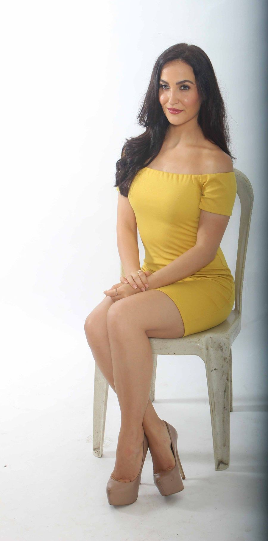 Elli Avram Showcases her Gorgeous Pins in Yellow Dress